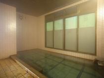 女性温泉浴場。アメニティグッズ多数設置。