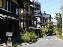 湯田中温泉街。