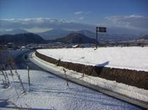 志賀高原バイパスから、黒姫山方面を臨む。