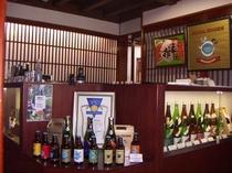 玉村本店、店内。試飲できます。