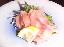 鯉の洗い。酢味噌でどうぞ。