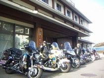 軒下、駐輪7台、可。志賀高原へ出撃!