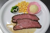 メインディナー肉料理例