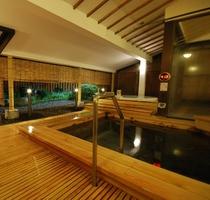 【木の湯(春~夏)】露天風呂でリラックスしたひと時をお過ごし下さい