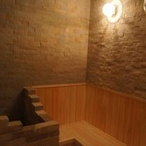 石張りの新築サウナルーム