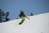 滑走シーン・・・空と雪のコントラストが美しい