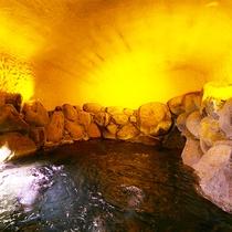 【洞窟風呂】観光名所「鬼の岩屋」をイメージした洞窟風呂♪
