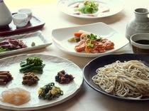 夕食例 山菜や野菜料理、魚料理、肉料理、手打ち十割蕎麦など・・・信州の味が豊富です。
