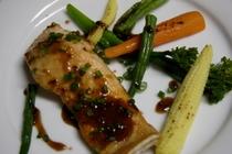 鮭のムニエル マスタードと醤油のソース