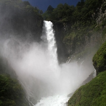 台風後の華厳の滝は迫力!