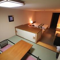 和洋室32m2の和室部分。座卓と布団3組をご用意しております