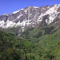 *荒々しい岩肌の日本二百名山鳥甲山