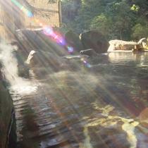☆温泉露天風呂に湯気が立ち込め風情満点