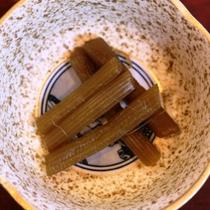 ☆朝食は小鉢で種類豊富な山の幸をお召し上がり頂けます
