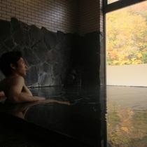 ☆紅葉が有名な秋山郷。内湯からも紅葉狩り