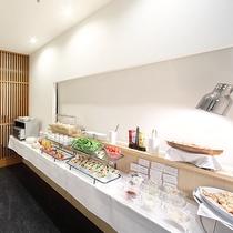1階レストラン八島(やしま)より口コミ評価でも話題の朝食をお届け致します