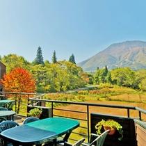 *【テラス】四季を通じて、美しい風景をお楽しみ頂けます。