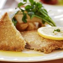 【ディナーメニュー】カツレツ。本格的な南欧料理をご堪能ください。