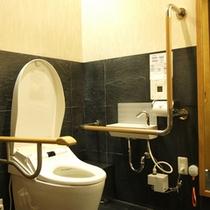 車椅子でも利用できる多目的トイレー1Fレストラン横