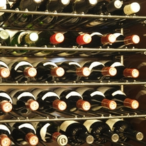 レストランでは世界各地の美味しいワインもリーズナブルな価格でご用意しております。