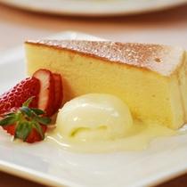 【デザート】チーズケーキとアイスクリーム 季節のフルーツ添え♪