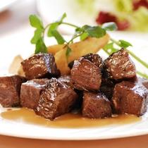 【ディナーメニュー】牛のサイコロステーキ