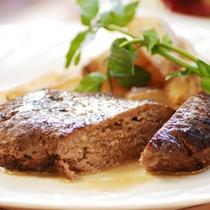 【ディナーメニュー】手作りハンバーグきの子の和風ソース。南欧料理をニレーヌ風にアレンジしたお料理。