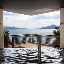 展望露天風呂からの多島美を心ゆくまでお楽しみください。
