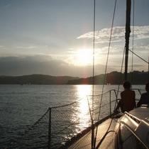ヨットから見る夕陽