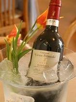 お食事と一緒にワインをどうぞ