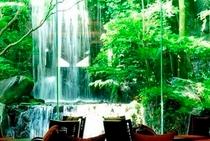 1Fラウンジ 滝