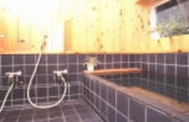 内湯温泉もゆったりスペース。貸切風呂でゆっくりとおくつろぎください。