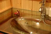 全室トイレ、独立洗面台付き