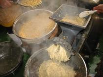 味噌造り 国内産大豆をミンチに