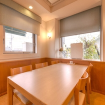 *お食事処/ゆったり広々とした空間でお食事をお愉しみ下さい。
