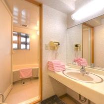 *和洋室(客室一例)/ゆったり広々としたバスルームを完備。