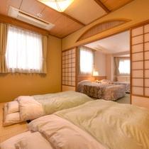 *和洋室(客室一例)/和と洋、両方の良さを味わえるお部屋。畳のお部屋で団欒のひと時を。