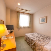 *シングル(客室一例)/一人旅やビジネスに◎清潔に設えたベッドで安眠の夜をお過ごし下さい。