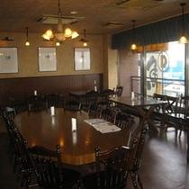 【館内のレストラン】 朝食や大勢でのにぎやかなパティーなどさまざまな目的に合ったサービスを提供