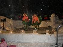 獅子舞・雪のステージで