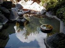露天風呂(女性)かなり上から写す夏石臼