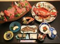 金目鯛の煮付けと舟盛りのついたプランです 元料理人の主人が腕をふるう