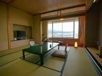 12.5畳の和室に広縁と今流行の回転高座椅子付のお部屋となります。または8畳+4.5畳の和室。