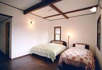 ツインルーム客室(14畳〜18畳相当洋室、バストイレ付)