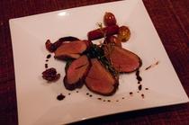 鴨肉を使った夕食のメイン