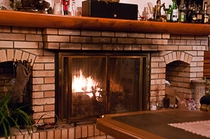 ダイニングの暖炉の火
