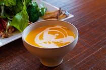 朝食にも夕食にも手作りの野菜のポタージュ(カボチャと根菜)