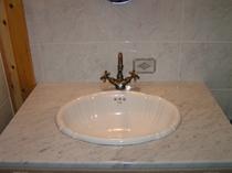 客室の大理石の洗面台