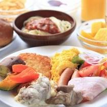 メニュー豊富な朝食を食べ、朝から元気モリ×2♪