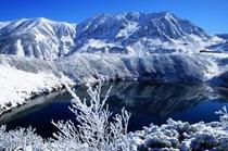 みくりが池に映る初冬の立山
